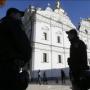 Показательная «защита»: Полиция задержала более 100 человек под стенами Киево-Печерской лавры