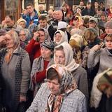 Защита церкви: Православные Тернопольщины ночуют в храмах, чтобы не допустить их захвата раскольниками