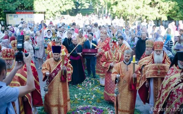 Сплошная Гавана: Торжественное принесение католиками мощей святого Пантелеимона состоялось в православном соборе Гомеля