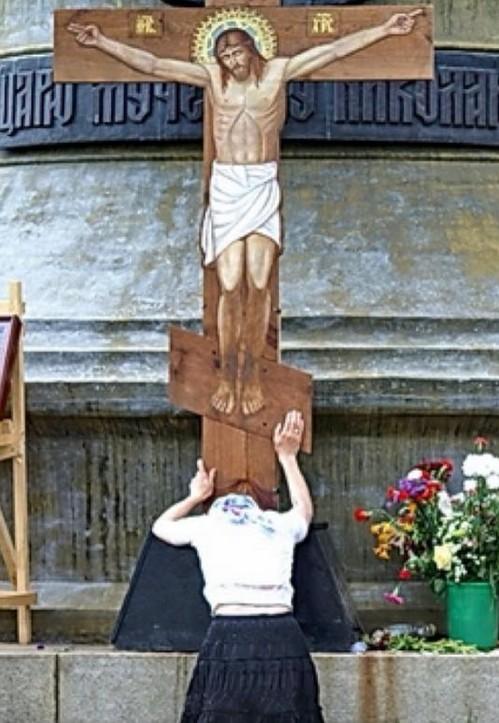 Чтобы вся Россия, преклонив колени, со стыдом рыдала у Царского креста: Сборник стихов «Помолись за Россию с любовью»